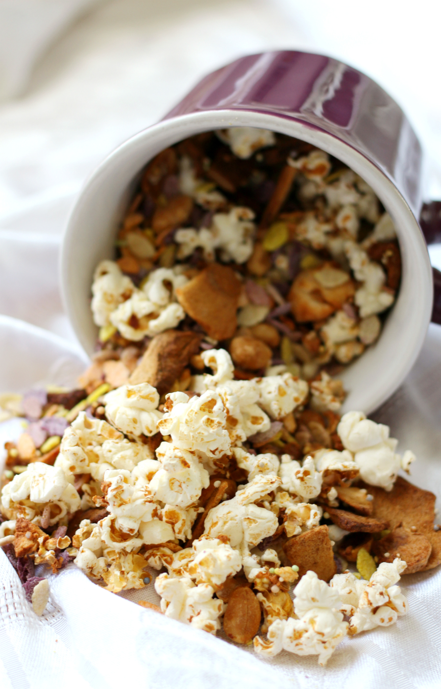 popcorn with nuts and ceral